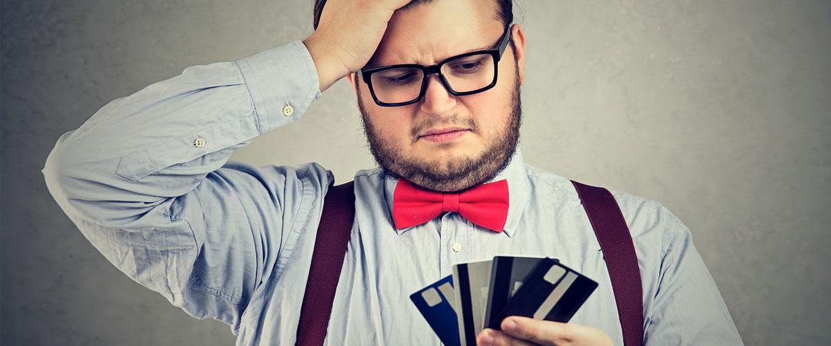Undvik kreditkortens höga avgifter och dolda lånekostnader.